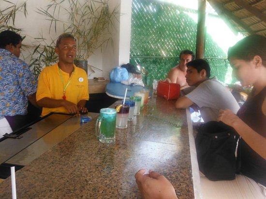 Park Royal Huatulco : disfrutando de la actividad de cokteleria de mi brother oscar