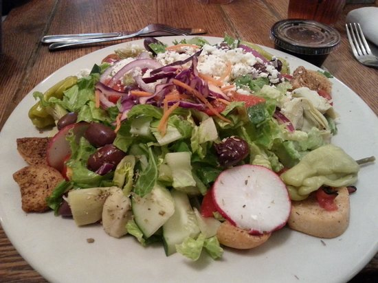 No Frill Bar and Grill: Huge Greek Salad