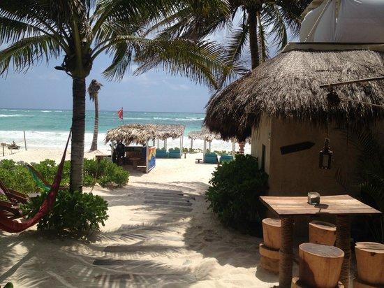 My Way Boutique Hotel: Bar/Beach