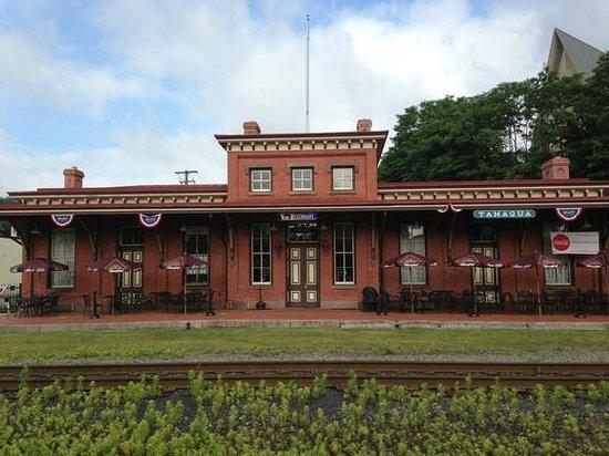 Vonz Restaurant: Train Station