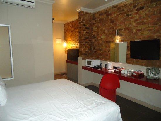 The Aviator Hotel OR Tambo: Quarto para 3 pessoas... 2 quartos conjugados.. Quarto 1
