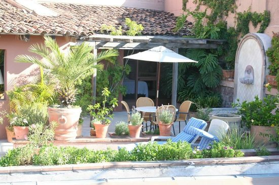 Las Terrazas San Miguel: Private patios with each suite