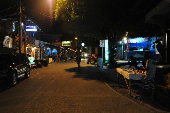 Hotel Amor de Mar : Town at night