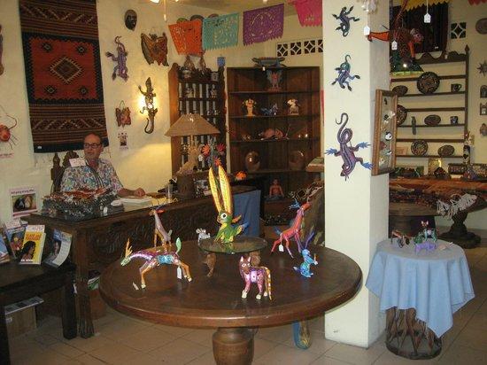 Lucy's CuCu Cabaña: Inside Lucy's CuCu Cabana & Zoo