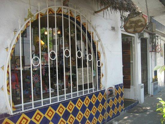 Lucy's CuCu Cabaña: Looking into Lucy's CuCu Cabana & Zoo