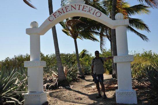 Hotel Amor de Mar: Cabuya Cemetery