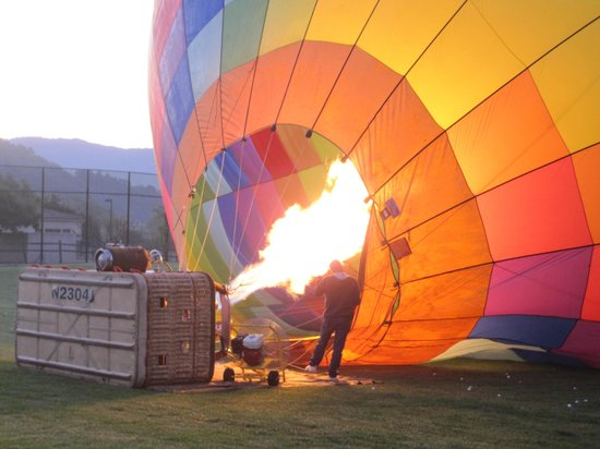 Napa Valley Balloons, Inc. : Inflating the balloons