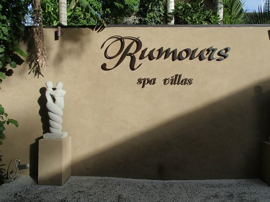Rumours Luxury Villas and Spa: Entrance to Rumours