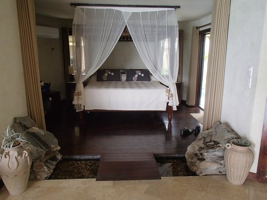 Rumours Luxury Villas and Spa: Downstairs Villa Bedroom