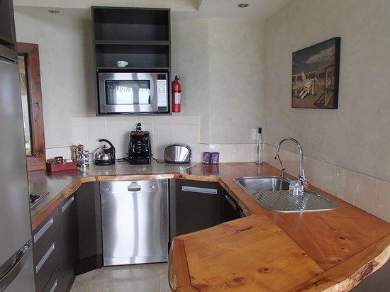 Rumours Luxury Villas and Spa: Villa kitchen