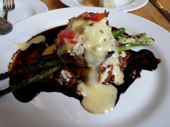 Outer Banks Brewing Station : Filet topped with crabmeat and asparagus over red potatoes