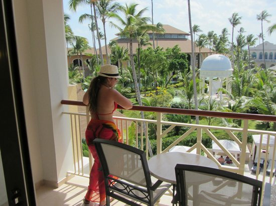 Majestic Elegance Punta Cana: Checking out the pool bar from room