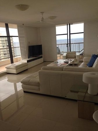 ULTIQA Beach Haven on Broadbeach: room 24c lounge