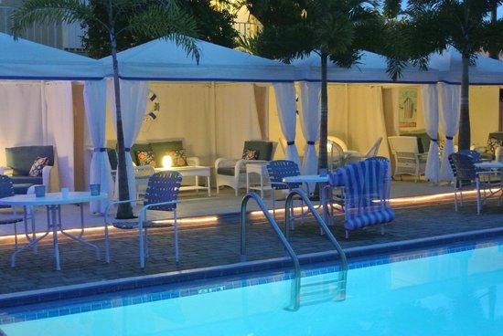 Beachside Village Resort: Pool-side cabanas
