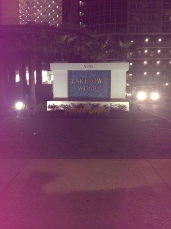 Laketown Wharf Resort: Entrance !!