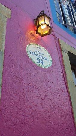 Al Son de los Santos: Front of hostel.  Street view