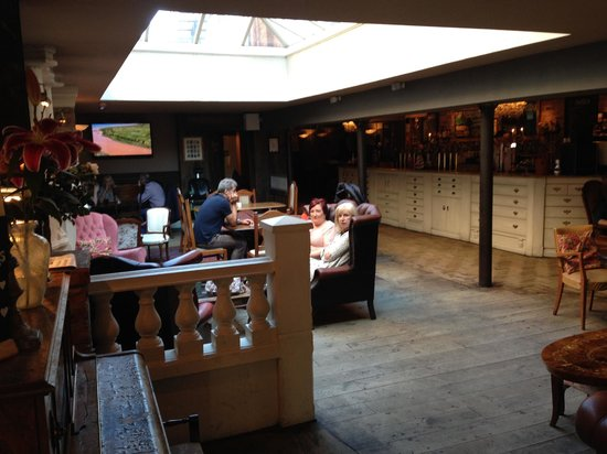 Lola Jeans Bar and Kitchen: nice lounge
