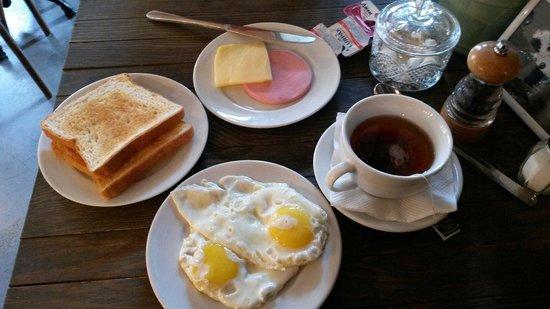 Dekabrist: Complimentary breakfast from Central Inn next door
