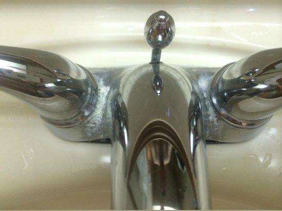 Days Inn Seguin TX: lovely sink fixture...