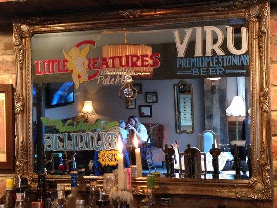 Lola Jeans Bar and Kitchen: bar