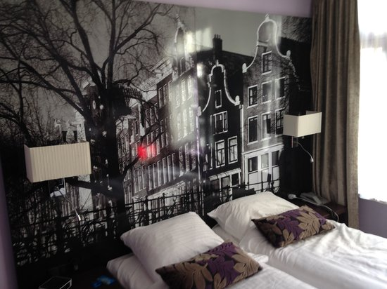 Hotel Citadel: Beds / Mural