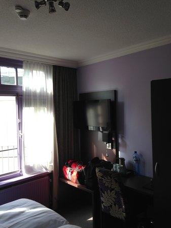 Hotel Citadel: Room / TV