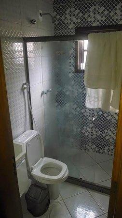 Lonier Praia Inn Flats: Banheiro