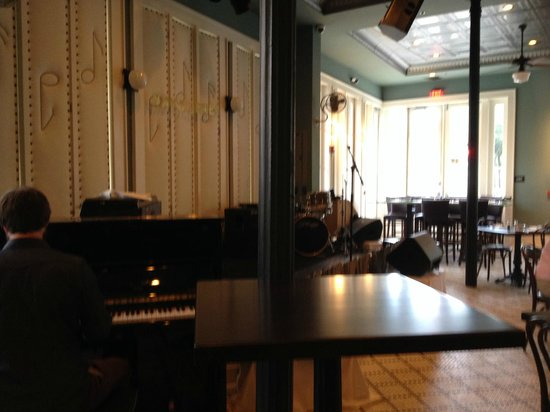 Little Gem Saloon in New Orleans: Ready for the band