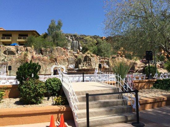 Pointe Hilton Tapatio Cliffs Resort: The Falls near pool area
