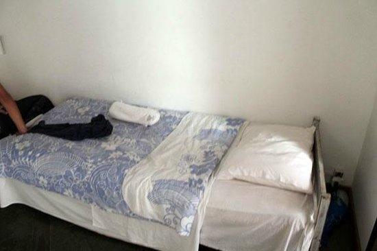 Pousada do Centro Leste : Cama simple en habitación triple