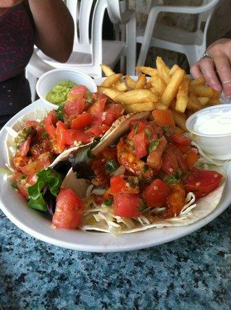 Snappers Oceanfront Restaurant & Bar: Blackened Mahi Tacos