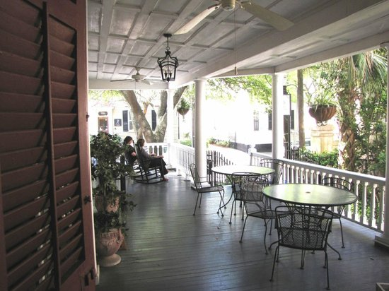 1837 Bed and Breakfast: Guests relaxing on the Piazza and enjoying the weather