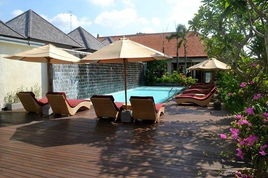 Transera Grand Kancana Villas Bali: Piscine de l'hôtel (1m50 et pataugeoire)