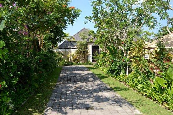 Transera Grand Kancana Villas Bali: Vue extérieure de la villa