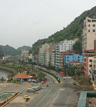 Cat Ba Island : View of Cat Ba from Cat Ba Dream Hotel
