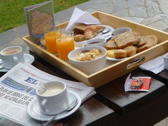 Posada El Capullo: Desayuno en el parque