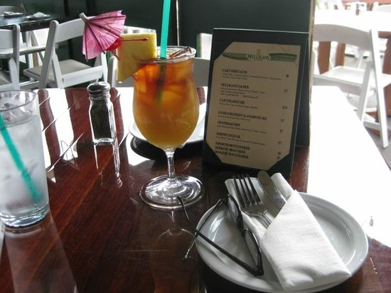 Mulligans on the Blue: great Mai Tais