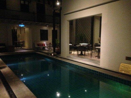 Noordin Mews: Pool by night