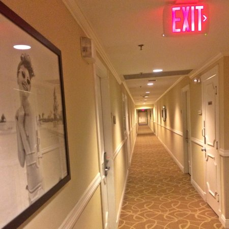The Savoy Hotel: Hallways are freshly fragrant and have cute pics hanging throughout