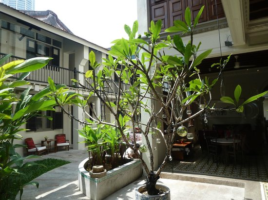 Noordin Mews: On entering hotel grounds