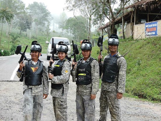 Agam, Indonesien: Paint Ball di Lawang park