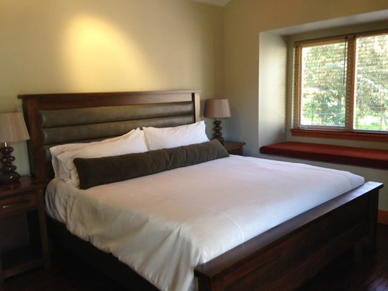 Mayne Island Resort : comfortable king bed