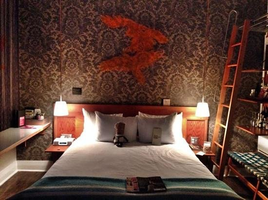 Drake Hotel Toronto: Crash pad room 206