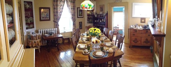Heritage Home Bed and Breakfast: Breakfast room