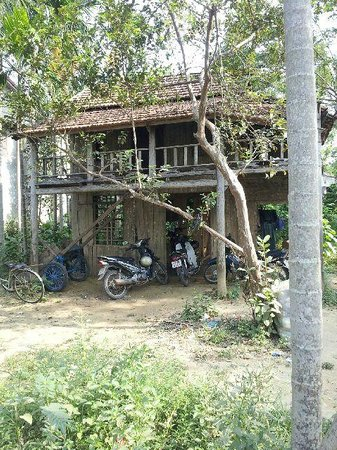 Moon's Homestay: Old style building in Cam Nam
