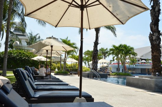 Novotel Hua Hin Cha Am Beach Resort and Spa: pool view