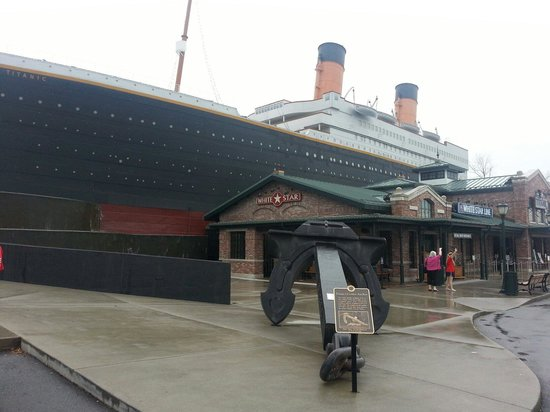 Temperature In Pigeon Forge Tennessee >> outside the ship(the iceberg) - Picture of Titanic Museum ...