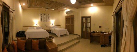 Tegal Sari: Room is spacious and clean.
