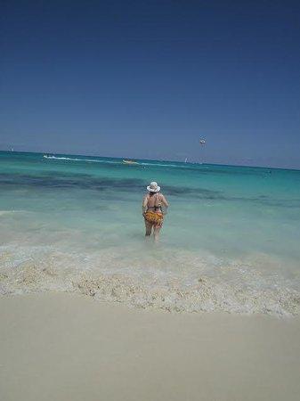 Iberostar Paraiso Beach: white beach_waves to jump