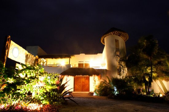 Almaplena Eco Resort & Beach Club : Almaplena in the Night